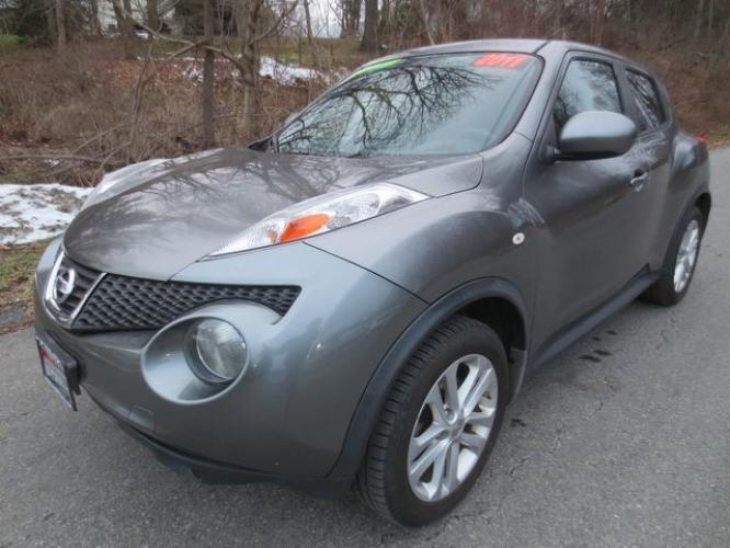 2011 Gray /Black Nissan Juke SV (JN8AF5MV5BT) with an 1.6L 4cyl engine, Automatic transmission, located at 270 US Route 6, Mahopac, NY, 10541, (845) 621-0895, 41.349022, -73.755280 - Photo #0